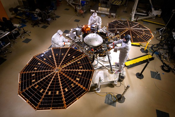 epa05079061 A handout picture made available by Nasa on 23 December 2015 shows NASA's Interior Exploration using Seismic Investigations Geodesy and Heat Transport (InSight) Mars lander spacecraft in a Lockheed Martin clean room near Denver, Colorado, USA, 30 April 2015. NASA has cancelled a planned unmanned mission to Mars after repeated failures to repair an instrument crucial to the mission's goal, the space agency said on 22 December 2015. The launch of NASA's InSight Mars lander was set for March 2016 with the goal of studying the planet's interior. However, an extremely sensitive instrument used to measure seismic activity developed a leak in its vacuum seal, which continued to fail after twice undergoing repair. Officials from the US space agency said the needed fix was not possible before the scheduled launch.  EPA/NASA/JPL-CALTECH/LOCKHEED MARTIN  HANDOUT EDITORIAL USE ONLY