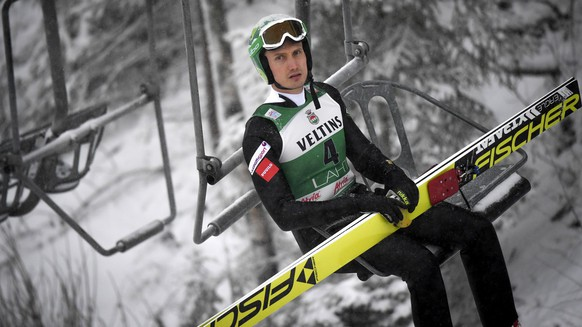 epa05702996 Hannu Manninen of Finland in action during the Ski Jumping portion of the FIS Nordic Combined World Cup in Lahti, Finland, 07 January 2017.  EPA/KIMMO BRANDT