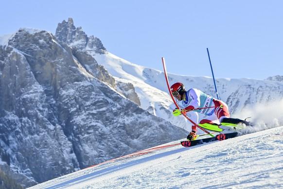 ARCHIVBILD ZUR ANSTEHENDEN SKI-WM IN CORTINA D'AMPEZZO --- Ramon Zenhaeusern of Switzerland clears a gate during the second run of the men's slalom race at the Alpine Skiing FIS Ski World Cup in Adelboden, Switzerland, Sunday, January 10, 2021. (KEYSTONE/Jean-Christophe Bott)