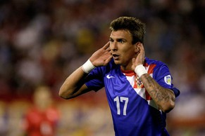 epa03855192 Mario Mandzukic of Croatia celebrates after scornig a goal during the FIFA 2014 World Cup qualifying soccer match between Serbia and Croatia in Belgrade, Serbia, 6 September 2013.  EPA/ANDREJ CUKIC