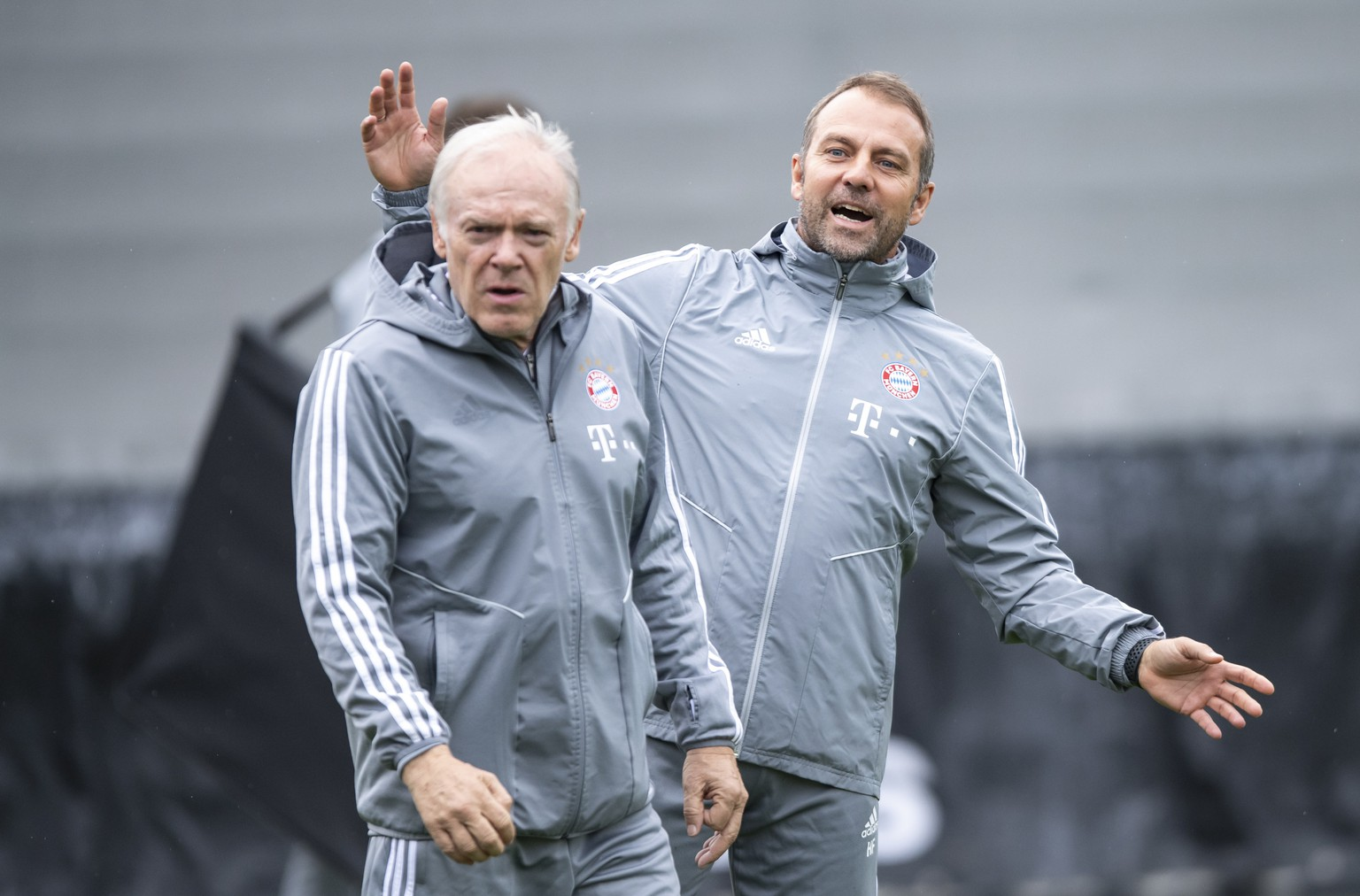 epa07973868 Bayern's interim coach Hansi Flick (R) and assistant coach Herman Gerland (L) attend a training session at the Club's training ground in Munich, Germany, 05 November 2019. Bayern Munich will face Olympiacos Piraeus? in their UEFA Champions League group B soccer match on 06 November 2019.  EPA/LUKAS BARTH-TUTTAS