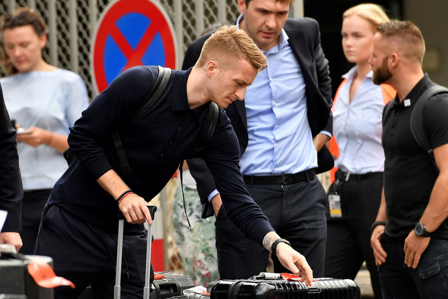 epa06847386 Germany's Marco Reus arrives at Frankfurt International airport in Frankfurt, Germany, 28 June 2018. After defeats against Mexico and South Korea and a win against Sweden, the German national soccer team was eliminated from the FIFA World Cup 2018 after the group stage.  EPA/SASCHA STEINBACH