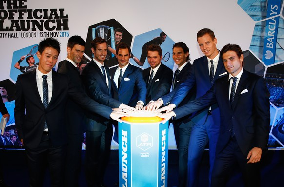 LONDON, ENGLAND - NOVEMBER 12:  (L- R) Kei Nishikori of Japan, Novak Djokovic of Serbia, Andy Murray of Great Britain, Roger Federer of Switzerland, Stan Wawrinka of Switzerland, Rafael Nadal of Spain, Tomas Berdych of Czech Republic and David Ferrer of Spain launch the Vixlet app during the Barclays ATP World Tour Finals Draw at City Hall on November 12, 2015 in London, England.  (Photo by Julian Finney/Getty Images)