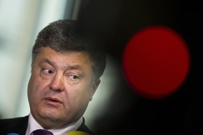 Ukranian presidential candidate Petro Poroschenko (C) talks to the media after talks with Andreas Schockenhoff (not pictured) of the ruling Christian Democratic Union (CDU) party in Berlin, May 7, 2014. Poroshenko urged Europe and the United States to agree on a third wave of sanctions against Russia if the Kremlin supports a referendum organised by separatists in eastern Ukraine on May 11. REUTERS/Thomas Peter (GERMANY - Tags: POLITICS TPX IMAGES OF THE DAY)