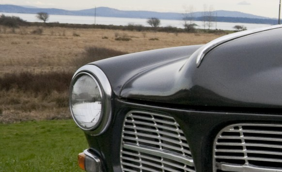 Volvo Amazon 1966 https://upload.wikimedia.org/wikipedia/commons/d/d1/Volvo_Amazon_-122s_%281966%29_-Saanichton%2C_British_Columbia%2C_California%2C_USA-9Feb2011.jpg