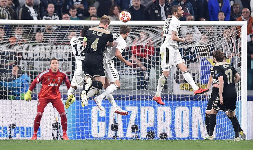 epa07510923 Ajax's Matthijs de Light (3-R) scores the 1-2 goal during the UEFA Champions League quarter final, second leg, soccer match between Juventus FC and Ajax Amsterdam in Turin, Italy, 16 April 2019.  EPA/ALESSANDRO DI MARCO