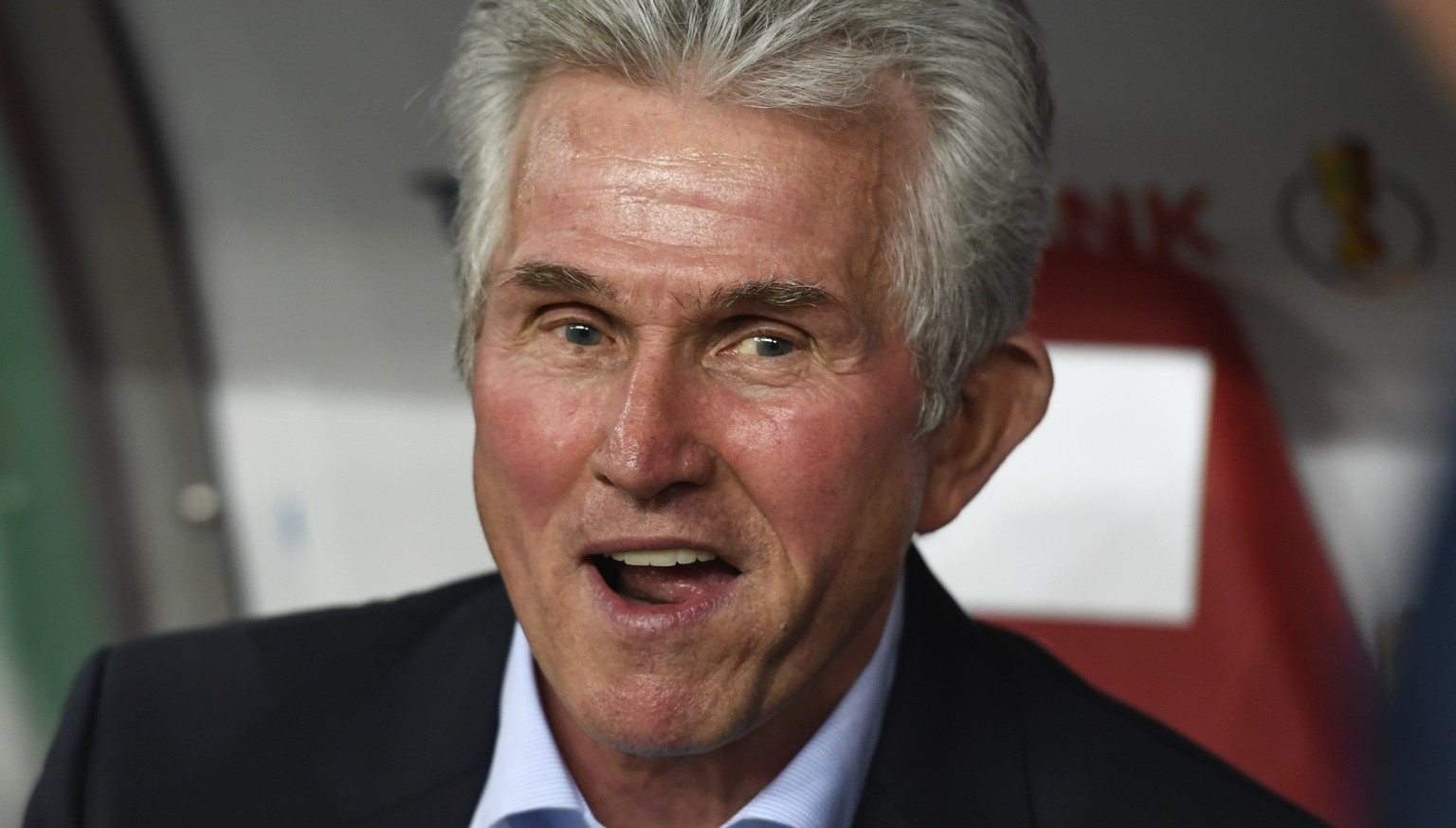 epa06289097 Bayern's head coach Jupp Heynckes reacts before the German DFB Cup soccer 2nd round match between RB Leipzig and FC Bayern Munich in Leipizg, Germany, 25 October 2017.  EPA/FILIP SINGER ATTENTION: The DFB prohibits the utilization and publication of sequential pictures on the internet and other online media during the match (including half-time).