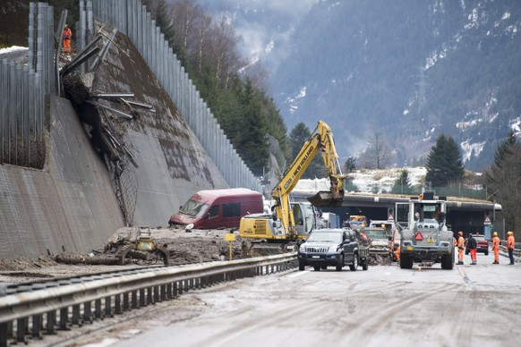 epa06467578 Spilled A2 highway between the Wilerplanggen and the Ripplistal gallery, Switzerland, 23 January 2018. The mudslide spilled the A2 over a width of 50 meters (about 400 m3), detected a vehicle that was traveling in the direction north and Damaged infrastructure and lanes in both directions.  EPA/URS FLUEELER