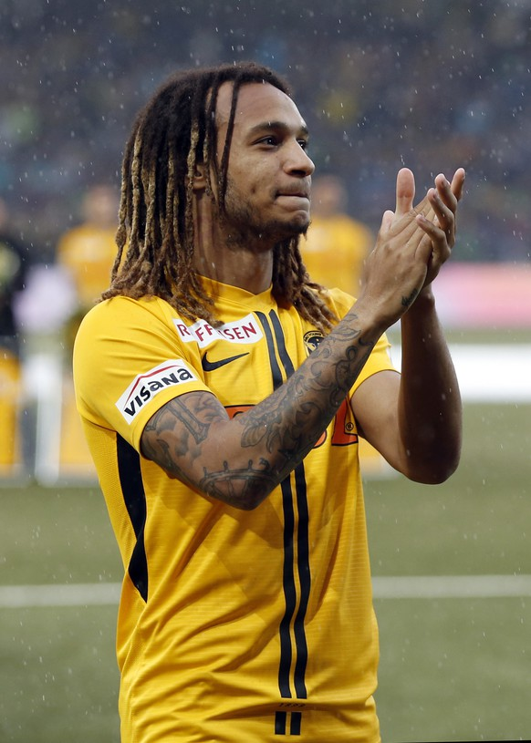 epa07600317 YB's Kevin Mbabu at his farewell, prior the Swiss Super League soccer match between the Bernese Young Boys (YB) and FC Lucerne in Berne, Switzerland, 25 May 2019.  EPA/PETER KLAUNZER