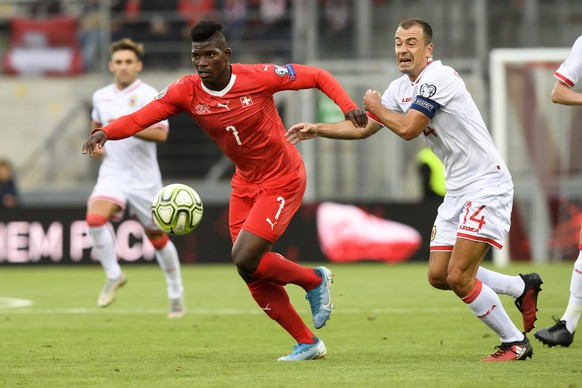 Switzerland's forward Breel Embolo, left, fights for the ball with Gibraltar's defender Roy Chipolina, right, during the UEFA Euro 2020 qualifying Group D soccer match between the Switzerland and Gibraltar, at the Tourbillon Stadium in Sion, Switzerland, Sunday, September 8, 2019. (KEYSTONE/Anthony Anex)