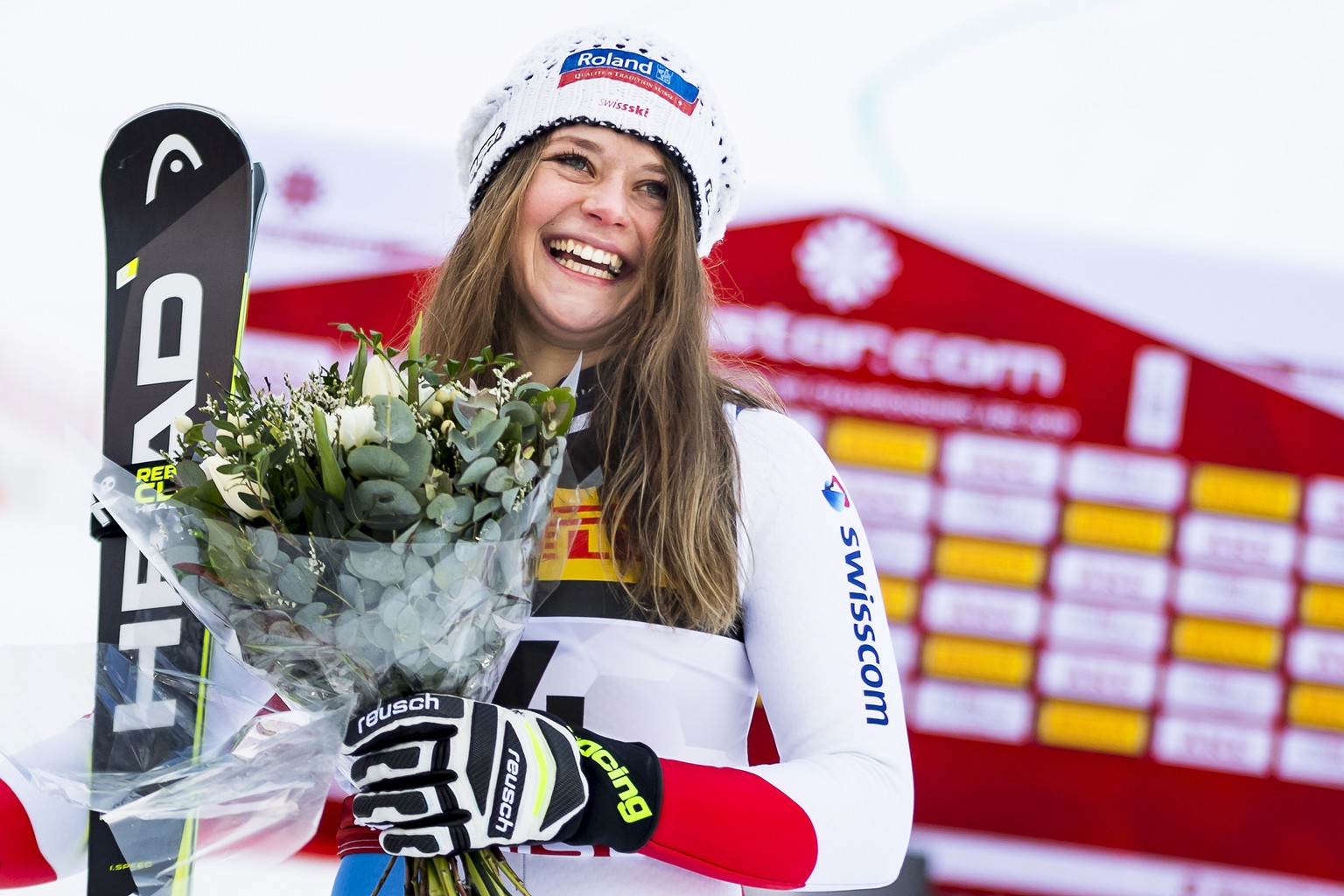 epa07345470 Corinne Suter of Switzerland celebrates in the finish area after taking the third place in the women's Super G race at the 2019 FIS Alpine Skiing World Championships in Are, Sweden, 05 February 2019.  EPA/JEAN-CHRISTOPHE BOTT