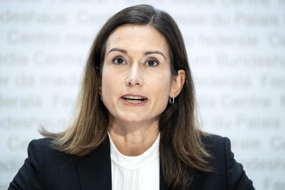 Nationalraetin Maja Riniker, FDP-AG, vom Nein-Komitee aeussert sich gegen die Volksinitiative fuer ein Verbot der Finanzierung von Kriegsmaterialproduzenten, am Montag, 19. Oktober 2020, in Bern. (KEYSTONE/Peter Schneider)