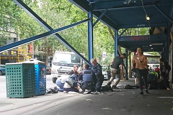 Auto rast durch Fußgängerzone - mindestens ein Toter