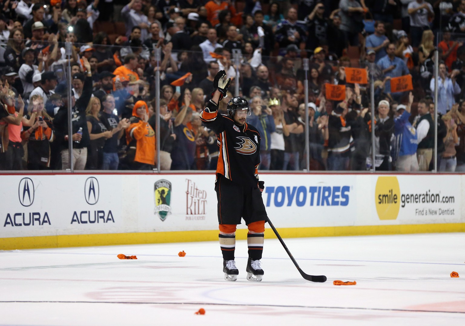 ANAHEIM, CA - MAY 16:  Teemu Selanne #8 of the Anaheim Ducks acknowledges the fans following his final NHL game in Game Seven of the Second Round of the 2014 NHL Stanley Cup Playoffs at Honda Center on May 16, 2014 in Anaheim, California.  (Photo by Jeff Gross/Getty Images)