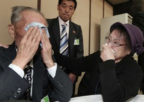 North Korean Jeon Young Ui, left, weeps with his South Korean sister Kim Kyung-sook during the Separated Family Reunion Meeting at Diamond Mountain resort in North Korea, Sunday, Feb. 23, 2014. Elderly North and South Koreans separated for six decades are tearfully reuniting, grateful to embrace children, brothers, sisters and spouses they had thought they might never see again.  (AP Photo/Yonhap, Lee Ji-eun)  KOREA OUT