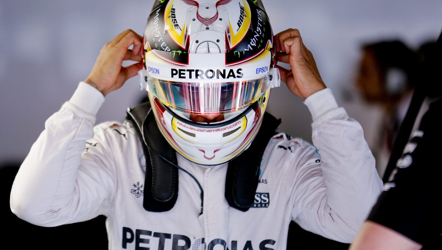 epa05260154 British Formula One driver Lewis Hamilton of Mercedes AMG GP prepares for the second practice session at the Shanghai International circuit in Shanghai, China, 15 April 2016. The 2016 Chinese Formula One Grand Prix will take place on 17 April.  EPA/DIEGO AZUBEL