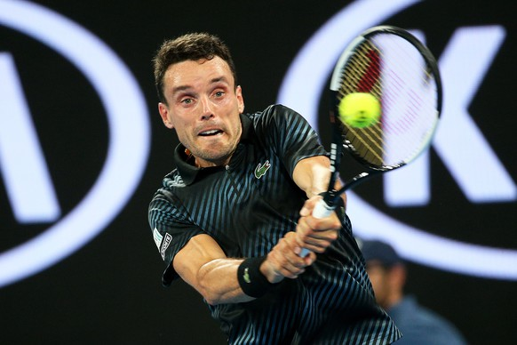 epa07282551 Roberto Bautista Agut of Spain in action against Andy Murray of Britain during their first round match at the Australian Open tennis tournament in Melbourne, Australia, 14 January 2019.  EPA/HAMISH BLAIR AUSTRALIA AND NEW ZEALAND OUT