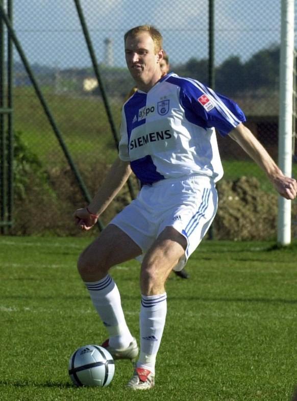 Igor Stepanovs von den Grasshoppers kaempft um den Ball, aufgenommen am 4. Februar 2005 am Nazar Cup in Manavgat in der Tuerkei. (KEYSTONE/Aleksandar Djorovic)