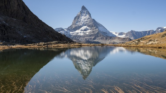 The Matterhorn is reflected in Lake Riffelsee in the Swiss Alps this Monday, October 16, 2017 in Zermatt, Switzerland. The Matterhorn (4,478 meters) is the 12th highest peak in the Alps. It is located on the Italian-Swiss border, between the canton of Valais and the Valle d'Aosta. (KEYSTONE/Cyril Zingaro)