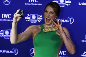epa04141595 US swimmer Missy Franklin takes a photograph of herself as she arrives for the 2014 Laureus Sports Awards ceremony in Kuala Lumpur, Malaysia, 26 March 2014. The Laureus World Sports Awards are awarded annually to sports people who have been outstanding during the previous year.  EPA/AHMAD YUSNI