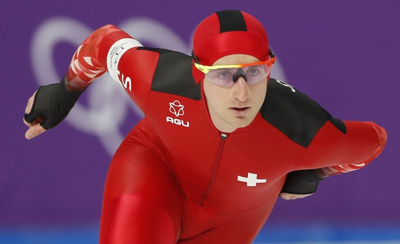epa06514041 Livio Wenger of Switzerland competes in the Men's Speed Skating 5000 m competition at the Gangneung Oval during the PyeongChang 2018 Olympic Games, South Korea, 11 February 2018.  EPA/KIMIMASA MAYAMA