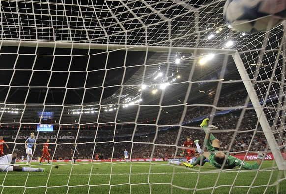 Leverkusen's Hakan Calhanoglu, background, scores his side's opening goal during the Champions League play-off 2nd leg soccer match between Bayer Leverkusen and Lazio Rome, in Leverkusen, Germany, Wednesday, Aug. 26, 2015. (AP Photo/Martin Meissner)