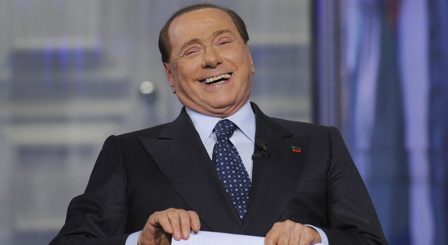 epa04769365 Leader of centre-right party 'Forza Italia' and former Italian Prime Minister, Silvio Berlusconi, during the Raiuno Tv program 'Porta a porta', conducted by journalist Bruno Vespa, in Rome, Italy, 26 May 2015.  EPA/GIORGIO ONORATI