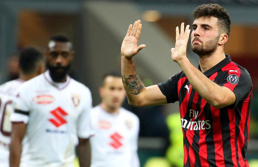 epa07220567 Milan's Patrick Cutrone (R) reacts during the Italian Serie A soccer match between AC Milan and Torino FC at Giuseppe Meazza stadium in Milan, Italy, 09 December 2018.  EPA/MATTEO BAZZI