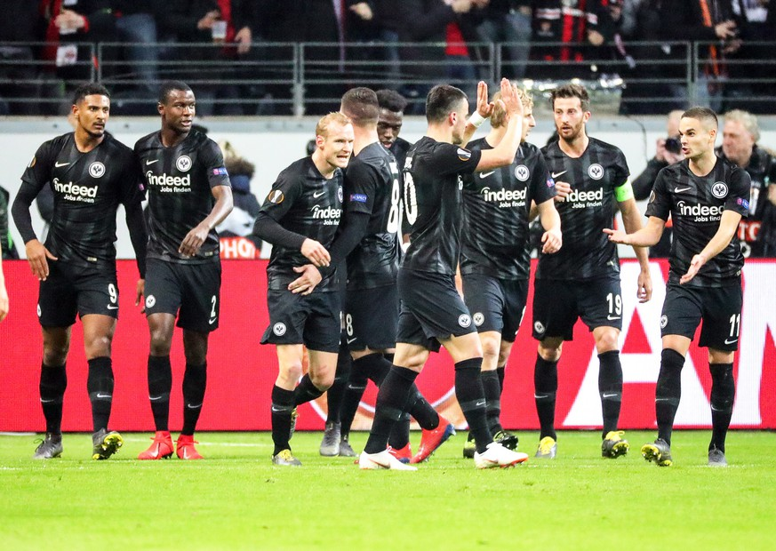 epa07385970 Frankfurt's Sebastien Haller (L) celebrates with his teammates after scoring the 2-0 lead from the penalty spot during the UEFA Europa League round of 32, second leg soccer match between Eintracht Frankfurt and Shakhtar Donetsk in Frankfurt Main, Germany, 21 February 2019.  EPA/ARMANDO BABANI