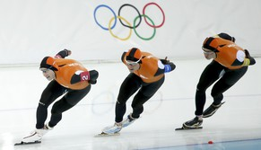 The team from the Netherlands, (L-R) Jan Blokhuijsen, Sven Kramer, and Koen Verweij compete in the men's speed skating team pursuit Gold-medal final during the 2014 Sochi Winter Olympics, February 22, 2014.                REUTERS/Issei Kato (RUSSIA  - Tags: OLYMPICS SPORT SPEED SKATING)
