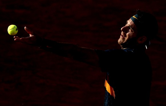 epa07623103 Juan Martin Del Potro of Argentina plays Karen Khachanov of Russia during their men's round of 16 match during the French Open tennis tournament at Roland Garros in Paris, France, 03 June 2019.  EPA/YOAN VALAT