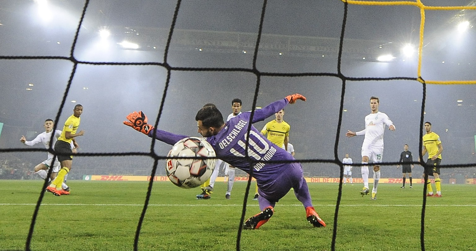 Dortmund goalkeeper Eric Oelschlaegel receives the opening goal by Bremen's Milot Rashica, left, during the German soccer cup, DFB Pokal, match between Borussia Dortmund and Werder Bremen in Dortmund, Germany, Tuesday, Feb. 5, 2019. (AP Photo/Martin Meissner)