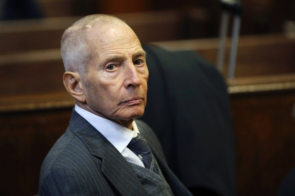 Real estate heir Robert Durst appears in a criminal courtroom for his trial on charges of trespassing on property owned by his estranged family, in New York in this December 10, 2014, file photo. Durst, scion of one of New York's largest real estate empires, has been arrested in New Orleans on a murder warrant issued by Los Angeles County, the Orleans Paris Sheriff's Office said, March 15, 2015.  REUTERS/Mike Segar/Files   (UNITED STATES - Tags: REAL ESTATE BUSINESS CRIME LAW SOCIETY)