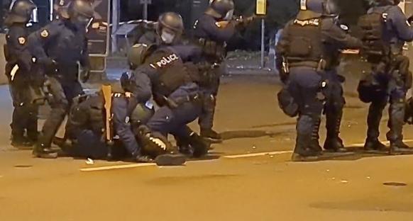 «Kontrollierte Schläge»: Vorwurf der Polizeigewalt während Berner Anti-Covid-Demo