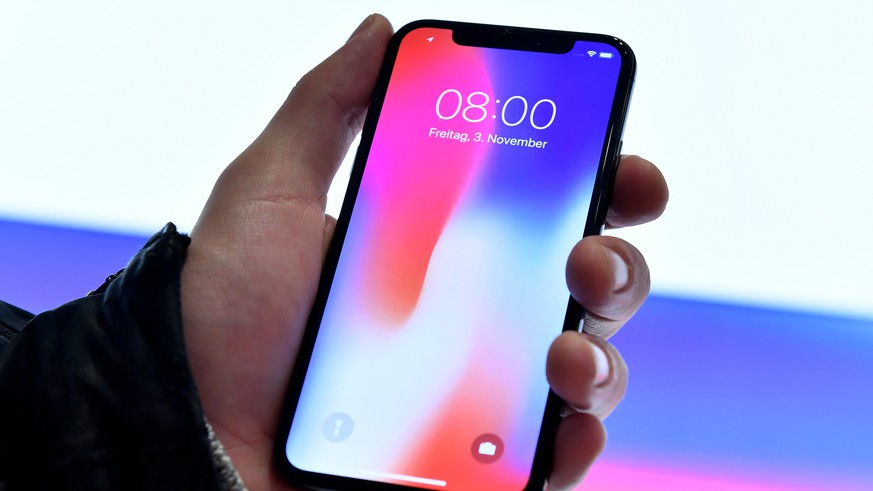 epa06305349 The new iPhone X at Apple store Schildergasse in Cologne, Germany, 03 November 2017. Apple's new iPhone X goes on sale in more than 55 countries and territories on 03 November.  EPA/SASCHA STEINBACH