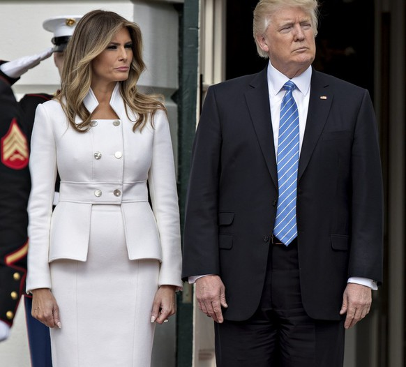 epa05795393 US President Donald J. Trump stands with his wife Melania Trump, left, before greeting Benjamin Netanyahu, Israel's prime minister, not pictured, at the South Portico of the White House in Washington, DC, USA, on 15 February 2017.  EPA/Andrew Harrer / POOL