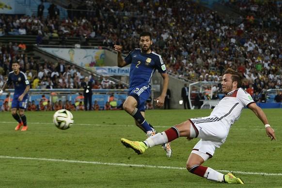 13.07.2014; Rio de Janeiro; Fussball - WM Brasilien 2014 - Final - Deutschland - Argentinien; Mario Goetze (GER) schiesst das Tor zum 1:0 (Insidefoto/freshfocus)
