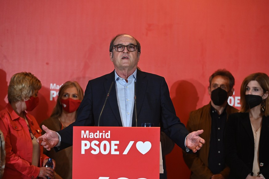 epa09178060 PSOE's candidate Angel Gabilondo offers a presser following Madrid's regional elections at the party's headquarters in Madrid, central Spain, 04 May 2021. Madrid holds regional elections after President, Isabel Diaz Ayuso, called for early elections back in March 2021. Isabel Díaz Ayuso of Spanish People's Party was reelected with 65 deputies but might need the abstention of far-right Vox to form a government, according to Spanish media.  EPA/FERNANDO VILLAR