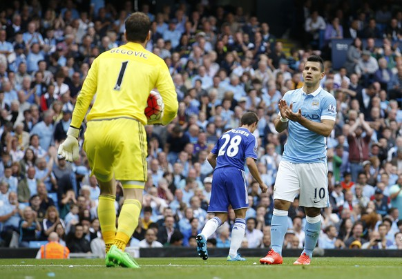 """Football - Manchester City v Chelsea - Barclays Premier League - Etihad Stadium - 16/8/15 Chelsea's Asmir Begovic is applauded by Manchester City's Sergio Aguero after making a save Action Images via Reuters / Carl Recine Livepic EDITORIAL USE ONLY. No use with unauthorized audio, video, data, fixture lists, club/league logos or """"live"""" services. Online in-match use limited to 45 images, no video emulation. No use in betting, games or single club/league/player publications.  Please contact your account representative for further details."""