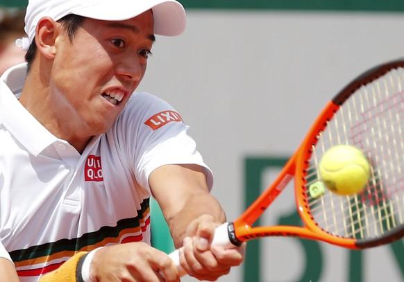 Japan's Kei Nishikori returns the ball to Spain's Fernando Verdasco during their fourth round match of the French Open tennis tournament at the Roland Garros stadium, Monday, June 5, 2017 in Paris. (AP Photo/Christophe Ena)
