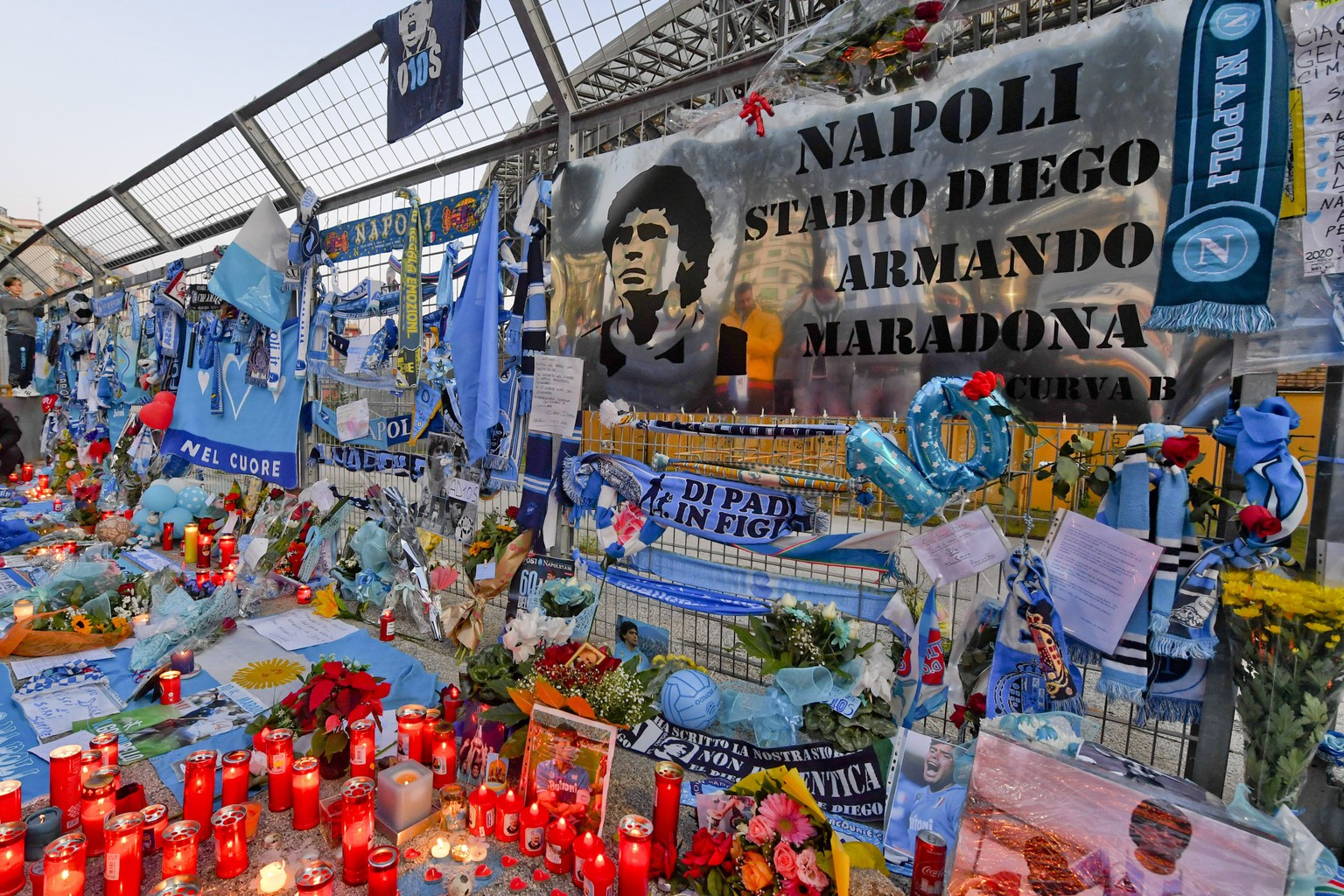 epa08844114 Napoli fans pay tribute to late Argentinian soccer legend Diego Armando Maradona outside the San Paolo stadium prior to the UEFA Europa League group F soccer match between SSC Napoli and HNK Rijeka in Naples, Italy, 26 November 2020. Diego Maradona has died after a heart attack on 25 November 2020. The Argentine soccer great was among the best players ever and who led his country to the 1986 World Cup title before later struggling with cocaine use and obesity. He was 60.  EPA/CIRO FUSCO