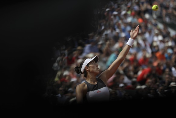 Spain's Garbine Muguruza serves the ball to France's Kristina Mladenovic during their fourth round match of the French Open tennis tournament at the Roland Garros stadium, Sunday, June 4, 2017 in Paris. (AP Photo/Petr David Josek)