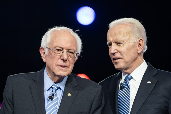 epa08351090 (FILE) - Democratic presidential candidates Bernie Sanders (L) and Joe Biden (R) chat on stage during the tenth Democratic presidential debate at the Gaillard Center in Charleston, South Carolina, USA, 25 February 2020 (reissued 08 April 2020). Senator Bernie Sanders of Vermont announced on 08 April 2020 that he suspended his Democratic presidential race, ending his quest to become US president. The development clears Joe Biden's path to the Democratic nomination.  EPA/JIM LO SCALZO *** Local Caption *** 55905630