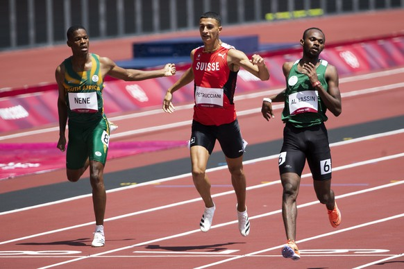 Ricky Petrucciani of Switzerland, center, Zakithi Nene of South Africa, left, and Mazen Moutan Al Yassin of Saudi Arabia, right, during the men's athletics 400m heat at the 2020 Tokyo Summer Olympics in Tokyo, Japan, on Sunday, August 01, 2021. (KEYSTONE/Peter Klaunzer)