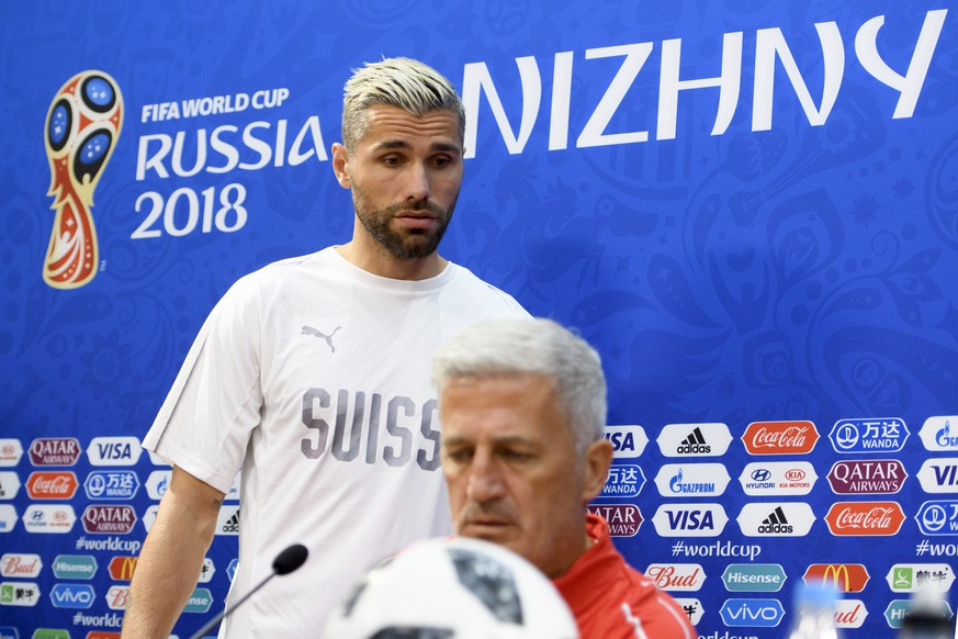 Switzerland's midfielder Valon Behrami, left, and Switzerland's head coach Vladimir Petkovic, right, arrives for a press conference on the eve of the FIFA World Cup 2018 group E preliminary round soccer match between Switzerland and Costa Rica at the Nizhny Novgorod Stadium, in Nizhny Novgorod, Russia, Tuesday, June 26, 2018. (KEYSTONE/Laurent Gillieron)