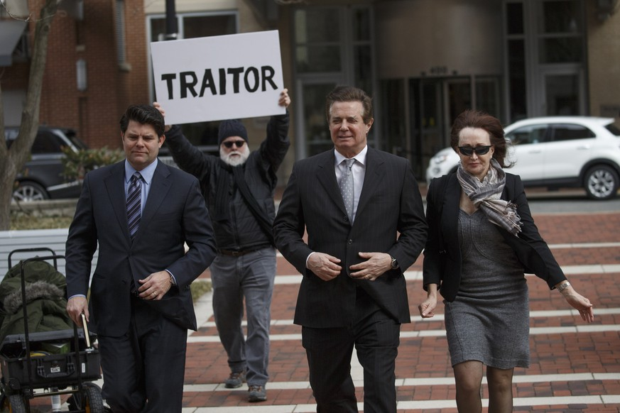 epa07020051 (FILE) - Former Trump Campaign Manager Paul Manafort (C), with his wife Kathleen Manafort (R), arrives for arraignment at the Federal Courthouse in Alexandria, Virginia, USA, 08 March 2018 (reissued 14 September 2018). Media reports on 14 September 2018 state Manafort, who in August was found guilty of tax and bank fraud charges, has reportedly agreed to a deal and plead guilty in the investigation of Special Counsel Robert Mueller. Manafort is said to be willing to plead guilty to two criminal counts - one count of conspiracy to obstruct justice and to one count of conspiracy against the USA.  EPA/SHAWN THEW