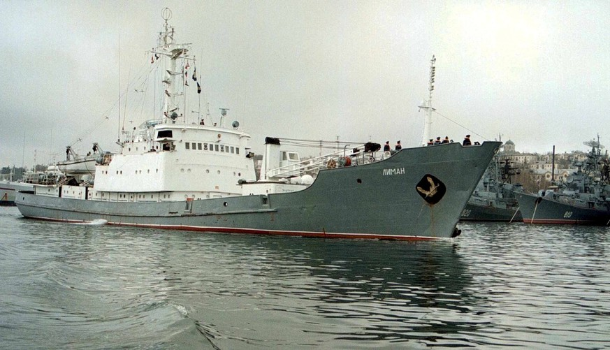 epa05930693 (FILE) - A file photo dated 02 April 1999 showing the Russian spy ship Liman leaving a bay of the main base of the Black Sea Fleet in Sevastopol, destined for the Adriatic where it was to monitor the situation in then Yugoslavia. Media reports on 27 April 2017 state all 78 persons on the Russian vessel have been evacuated after Russian reconaissance vessel Liman collided with another ship, some 40 kilometers from the Bosphorus Strait, and is now in danger of sinking.  EPA/SERGEI SUPINSKY *** Local Caption *** 99410977