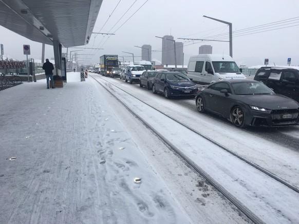 Schnee Hardbrücke Zürich