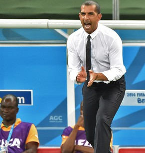 Ivory Coast's French coach Sabri Lamouchi reacts during the Group C football match between Greece and Ivory Coast at the Castelao Stadium in Fortaleza during the 2014 FIFA World Cup on June 24, 2014.  AFP PHOTO / ISSOUF SANOGO