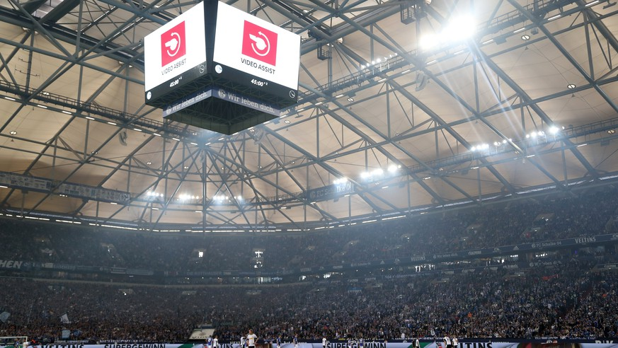 epa06699077 The stadium screen shows video assistant referee (VAR) symbol during the German Bundesliga soccer match between FC Schalke 04 and Borussia Moenchengladbach in Gelsenkirchen, Germany, 28 April 2018.  EPA/FRIEDEMANN VOGEL EMBARGO CONDITIONS - ATTENTION: Due to the accreditation guidelines, the DFL only permits the publication and utilisation of up to 15 pictures per match on the internet and in online media during the match.